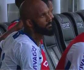 Bruno Silva acerta companheiro de equipe com chute. Goal