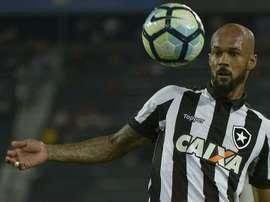 Botafogo 1x2 Atlético-GO: Glorioso perde a terceira seguida em casa, e bruno Silva indica eu vai sai