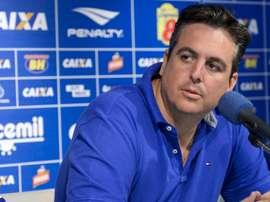 Vice de futebol do Cruzeiro explica venda de Ramón Ábila e apresenta Messidoro