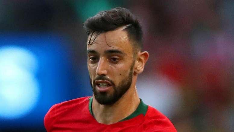 Mendes casts doubt over Fernandes to Manchester United deal. GOAL