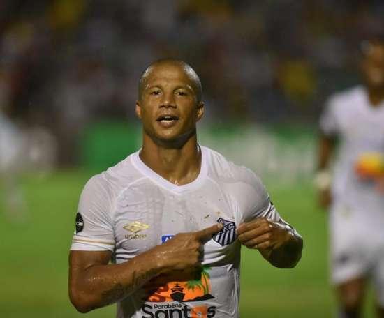 Carlos Sánchez falou sobre o seu papel e a caminhada do Santos. Goal
