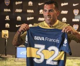 Tévez já posou com a camisa do Boca. Goal