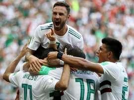 México confirma favoritismo e encaminha classificação. Goal