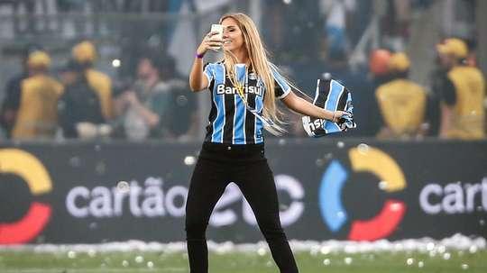 Após eliminação do Grêmio, internautas cobram sorteio de Carol Portaluppi. Goal