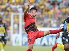 Cascavel assume a liderança do Paranaense após derrotar o Athletico-PR