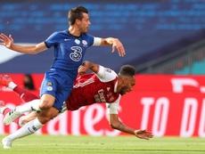 Azpilicueta provoque un penalty puis sort sur blessure. goal