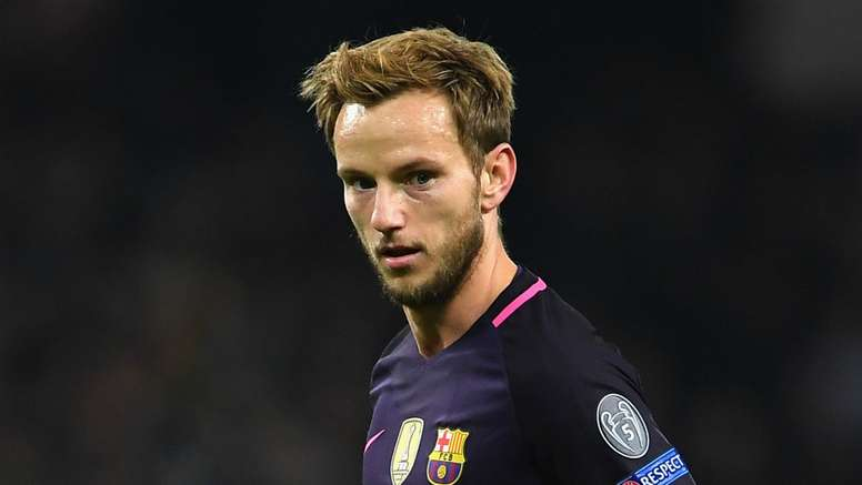 Rakitic is set to turn down United and stay at Barca. Goal