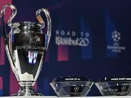 UEFA mantém conversas para terminar a atual temporada em campo. Goal