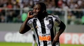 Falha de Diego Alves ou golaço de Chará? Até a FIFA deu pitaco!