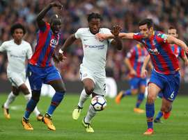 Sakho à la lutte avec Michy Batshuayi lors du match Chelsea - Crystal Palace. GOAL