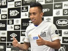 Cueva é apresentado no Santos. Goal