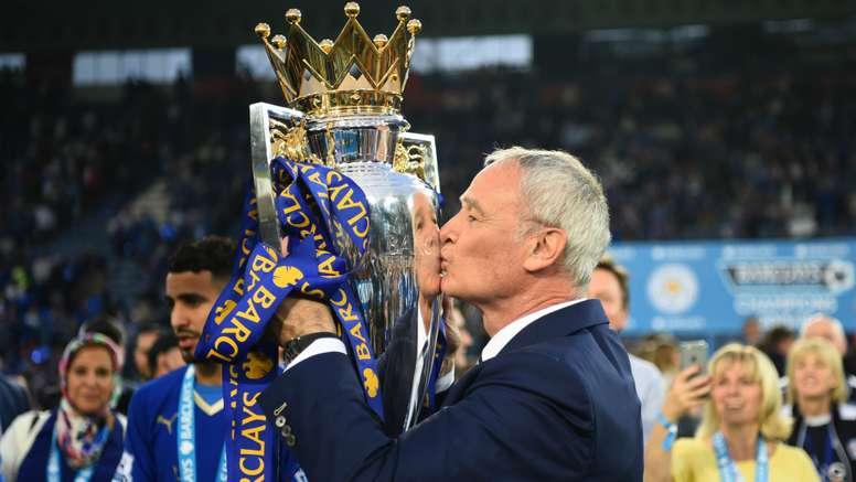 Claudio Ranieri with the trophy. Goal