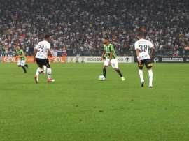 Corinthians 1 x 0 América-MG: Jadson marca e garante 1ª vitória de Loss pelo Timão