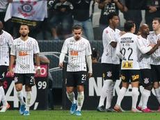 Tudo do avesso? Corinthians sofre na defesa, mas dupla Love – Boselli garante empate