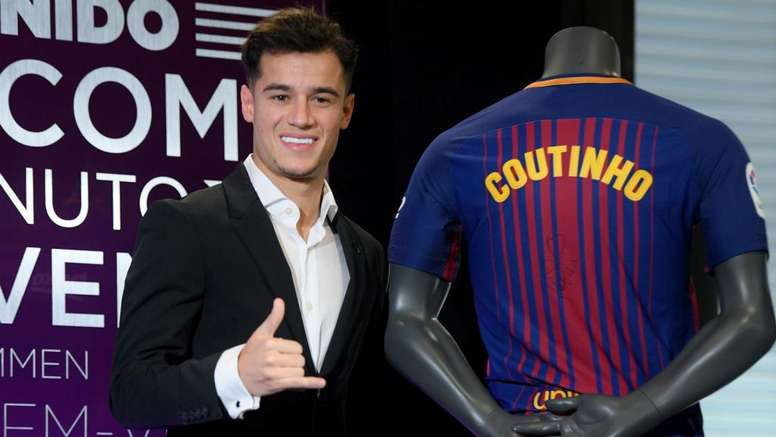 Barcelona presented new signing Philippe Coutinho to their fans on Monday. GOAL