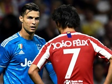 Atletico Madrid-Juve, Ronaldo abbraccia Joao Felix nel pre-gara