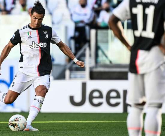 Ronaldo et la Juve s'adjugent le derby. GOAL