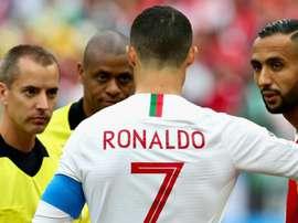 FIFA defende árbitro acusado de pedir camisa de CR7. Goal