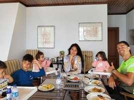 Cristiano Ronaldo celebrou a Páscoa com um almoço em família. Twitter @Cristiano