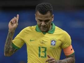 Dani Alves: Juve entra forte na briga com Inter e City