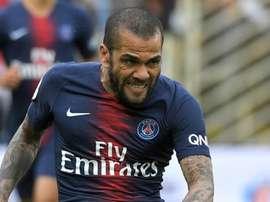 Alves pourrait quitter Paris. AFP