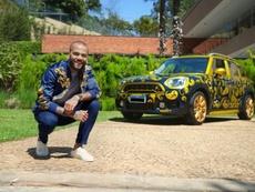 Dani Alves anuncia venda de carro, e são-paulinos respondem. EFE