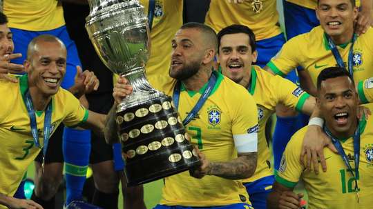 Dani Alves joins Sao Paulo