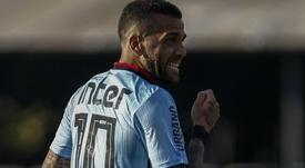 Dani Alves vira referência, mas vê pressão aumentar no São Paulo. EFE