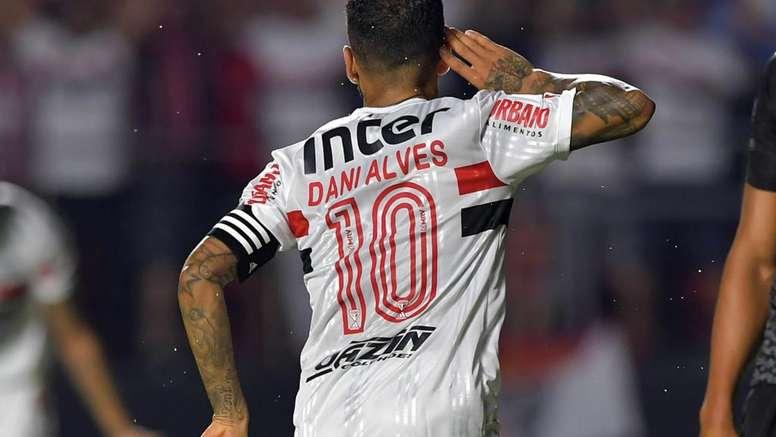 Com Daniel Alves e Igor Gomes, São Paulo vence com dois 10 na Libertadores. AFP
