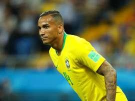 O lado direito do Brasil continuará sendo um problema para Tite. Goal