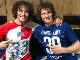 La foto tra  i due giocatori. Goal