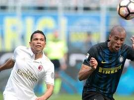 Les joueurs de l'Inter Milan et l'AC Milan, lors du derby de Serie A. AFP
