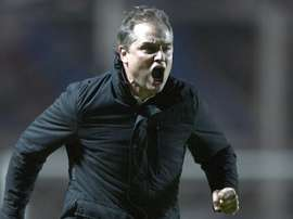 Diego Aguirre não escondeu a emoção e comemorou muito a vitória do San Lorenzo. Goal