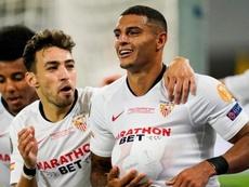 Diego Carlos 'apaga' má fase com golaço e título no Sevilla