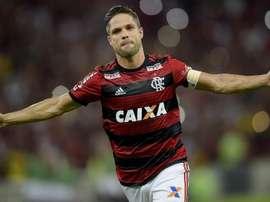 Diego fica ou volta para a Vila? Goal