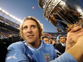 Diego Forlan holds 2011 Copa America trophy. Goal