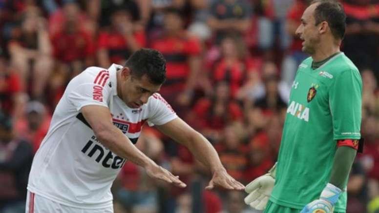 São Paulo: Diego Souza não segura emoção contra o Sport, e Aguirre mantém pés no chão