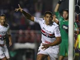 Diego Souza decide e Tricolor se classifica em jogo nervoso
