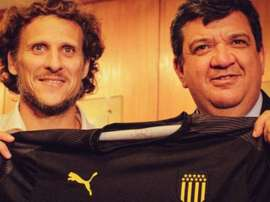 Former Man Utd & Uruguay forward Forlan takes charge of Penarol. AFP