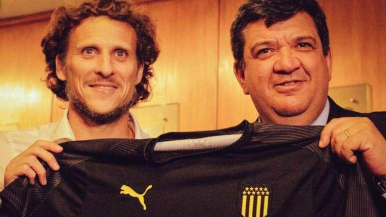 Former Man Utd & Uruguay forward Forlan takes charge of Penarol. AFP