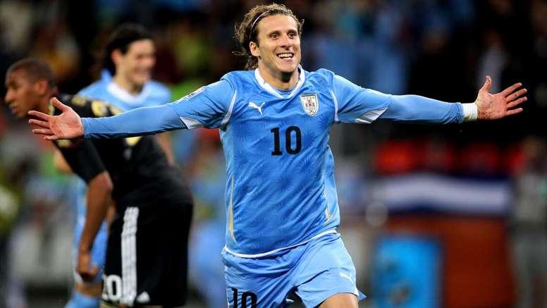 Uruguay great Forlan retires