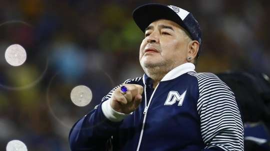 Diego Maradona dies: 'The poetry of football' – Conte and Zidane remember all-time great