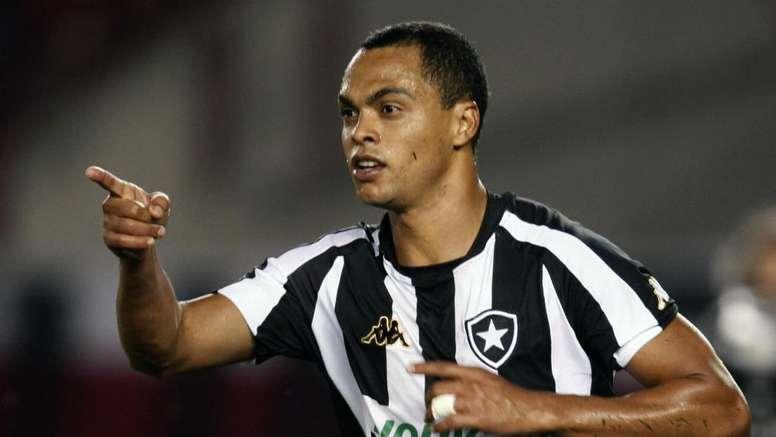 Botafogo anuncia acerto com Kappa no clima do Dia dos Namorados
