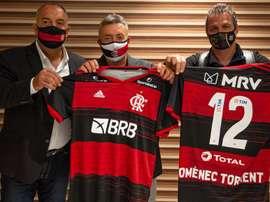 Em apresentação, Domènec se derrete pelo Flamengo. EFE