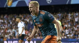 Van de Beek rules out move to Real Madrid in January.