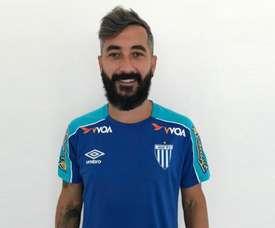 Ex-Grêmio, Douglas chega ao Avaí para assinar contrato