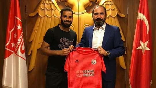 Douglas assina com clube turco. Goal