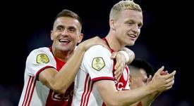 Ten Hag optimiste pour garder Van de Beek. Goal
