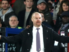 Dyche looks on as his Burnley side lose at Selhurst Park. GOAL