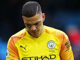 Ederson falha duas vezes no derby de Manchester. Goal